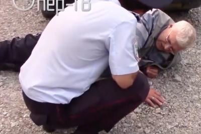 Видео: вдребезги пьяный кузбассовец на «десятке» гонял по городу с двумя детьми