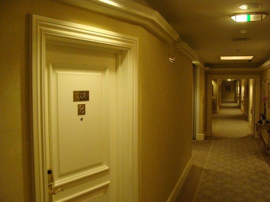 Кузбасские подростки устроили криминальный рейд в гостинице