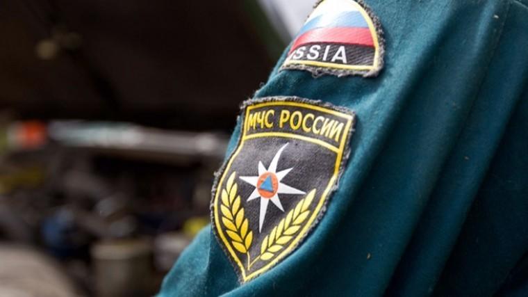 В Кузбассе двух женщин пришлось спасать из-за опасного холодильника