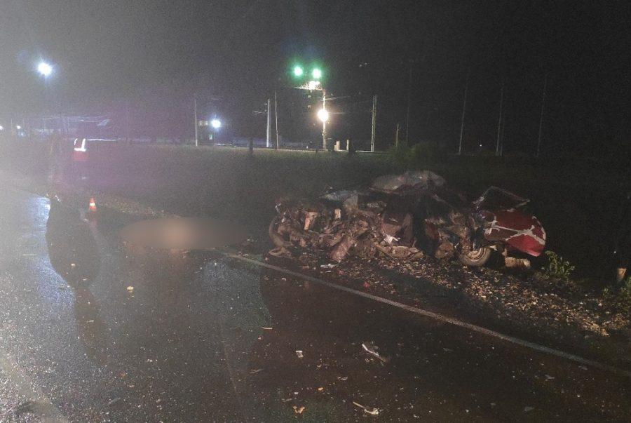 Фото и видео с места жёсткого ДТП в Кузбассе, где трое погибли