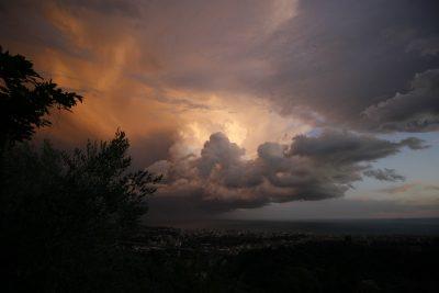 Шквалистый ветер и грозы: кузбассовцев предупреждают об очень плохой погоде