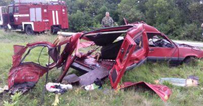 Кузбассовец на грузовике смял легковушку, погиб маленький ребёнок