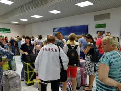 Прилетевшие из Вьетнама кемеровчане попали в неприятную ситуацию в аэропорту