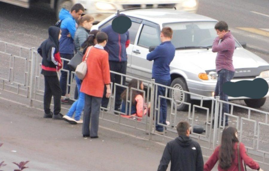 Фото: возле кузбасского ДК две легковушки сбили двух детей