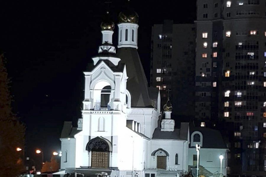 У одного из кемеровских храмов появилась ночная подсветка