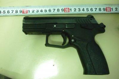 Кемеровчанин забыл в багаже пистолет