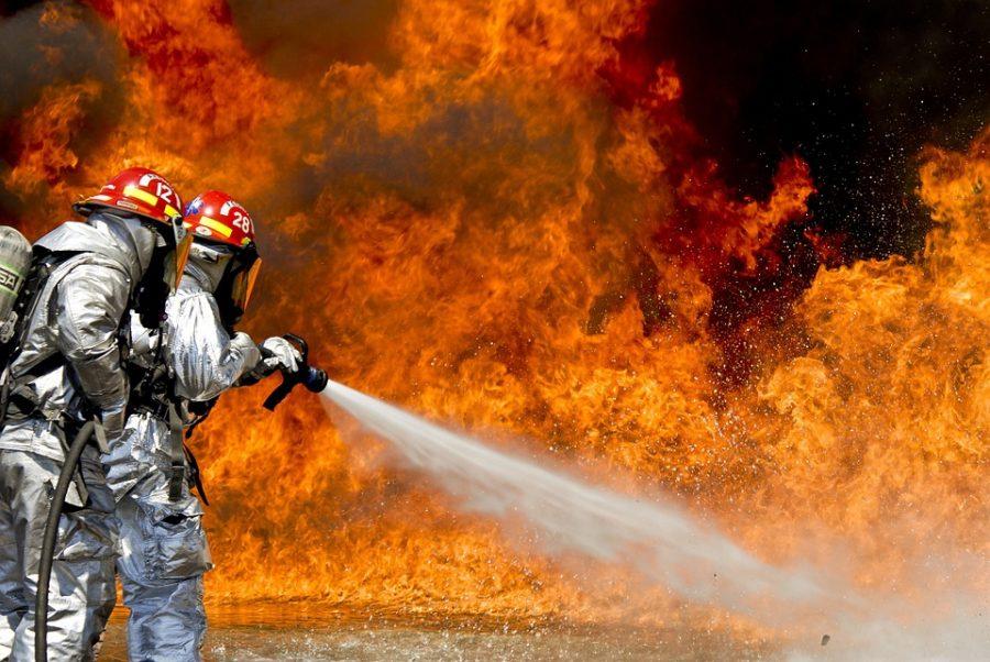 В Кузбассе из-за поджигателей загорелись сразу три авто