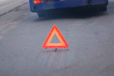 В Кузбассе легковушка съехала в кювет, есть пострадавший