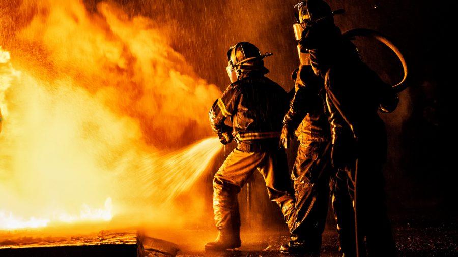 В Новокузнецке ночью сгорела автомойка