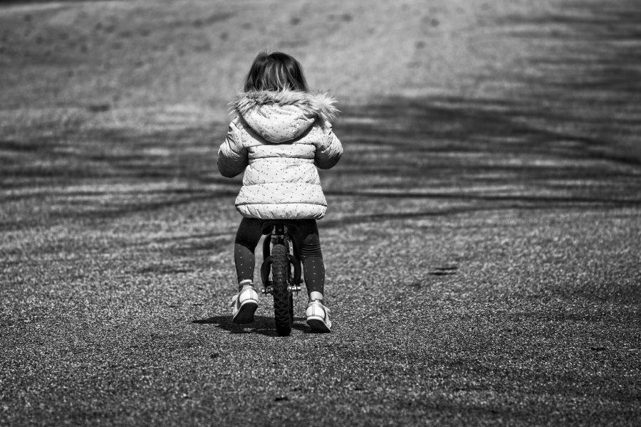 В Кузбассе разыскивают родителей трёхлетней малышки