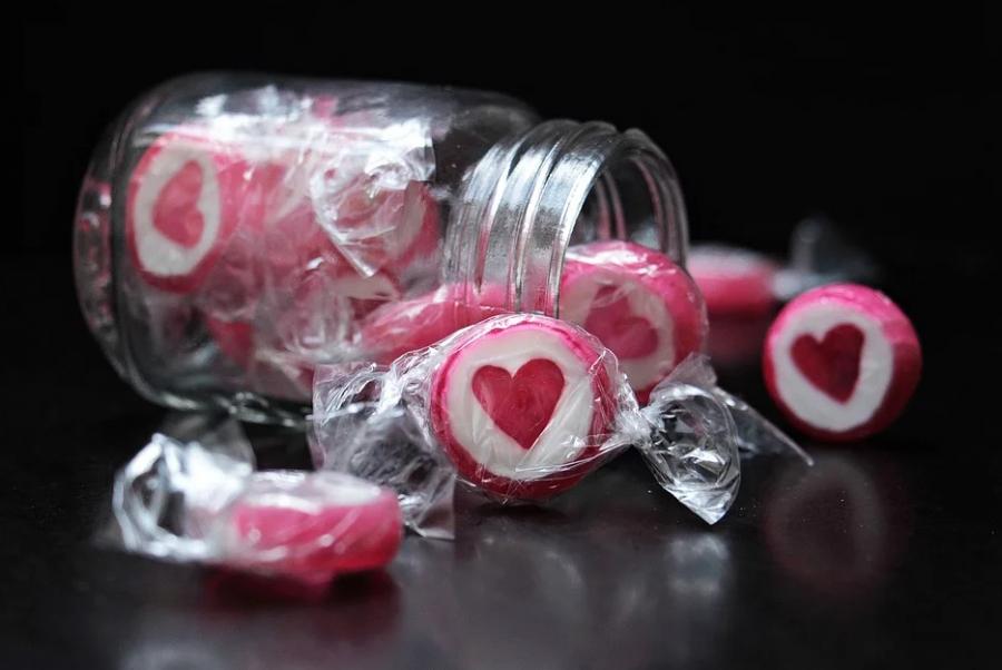 По Кемерову раскидывали наркотики под видом конфет