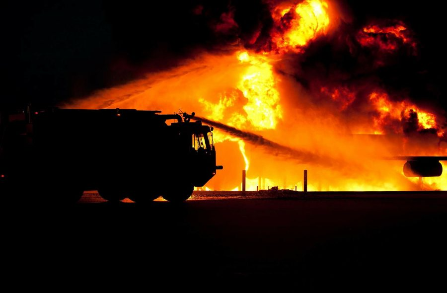 В Кузбассе сгорело два гаража за вечер