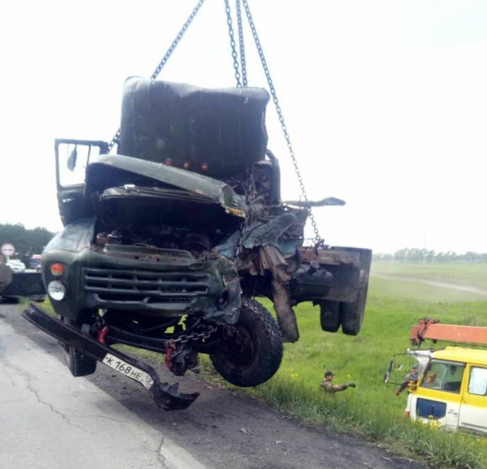Фото: в Кузбассе сбежавший преступник спровоцировал серьёзное ДТП с грузовиками