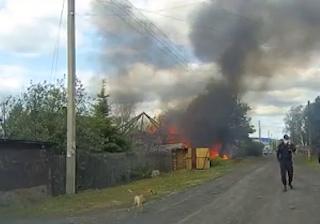 Пожар полностью уничтожил частное хозяйство в Новокузнецке