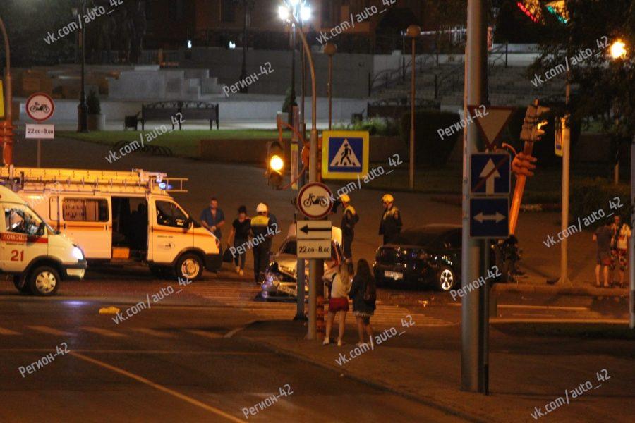 В Кемерово в ночной аварии пострадал человек