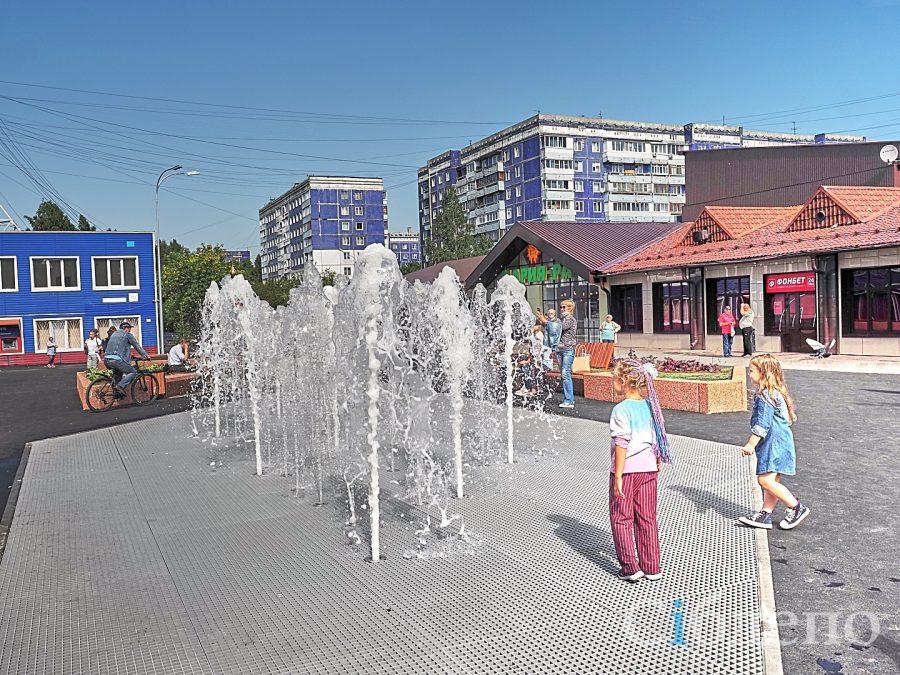 «Солнце, воздух и очень много воды»: кадры с нового фонтана в Кемерове